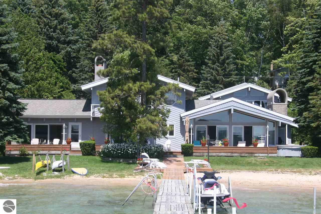 relaxing and in cottage at northern secluded vacation cottages sale craigslist nce org scenery for city rental leelanau traverse hi cabin lakefront rentals michigan place beautiful
